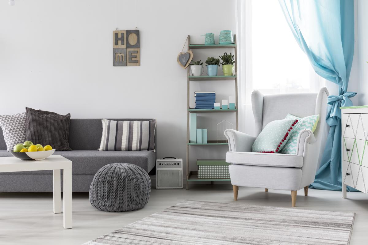 immobilier neuf toulouse - un salon décoré avec goût dans un appartement neuf