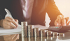loi pinel 2021 - une femme faisant sa comptabilité