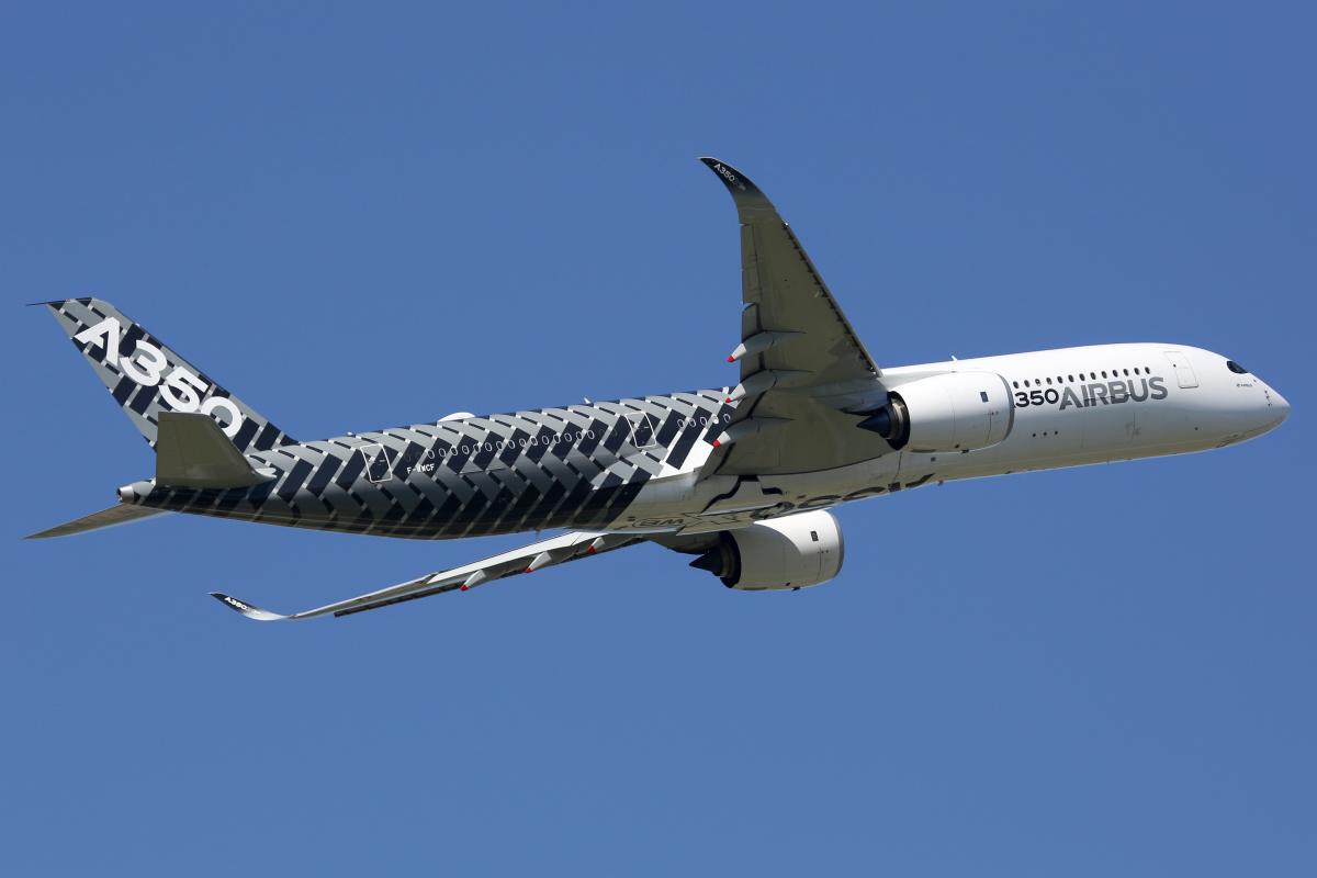 investir a toulouse - Un avion A350 d'Airbus dans le ciel de Toulouse