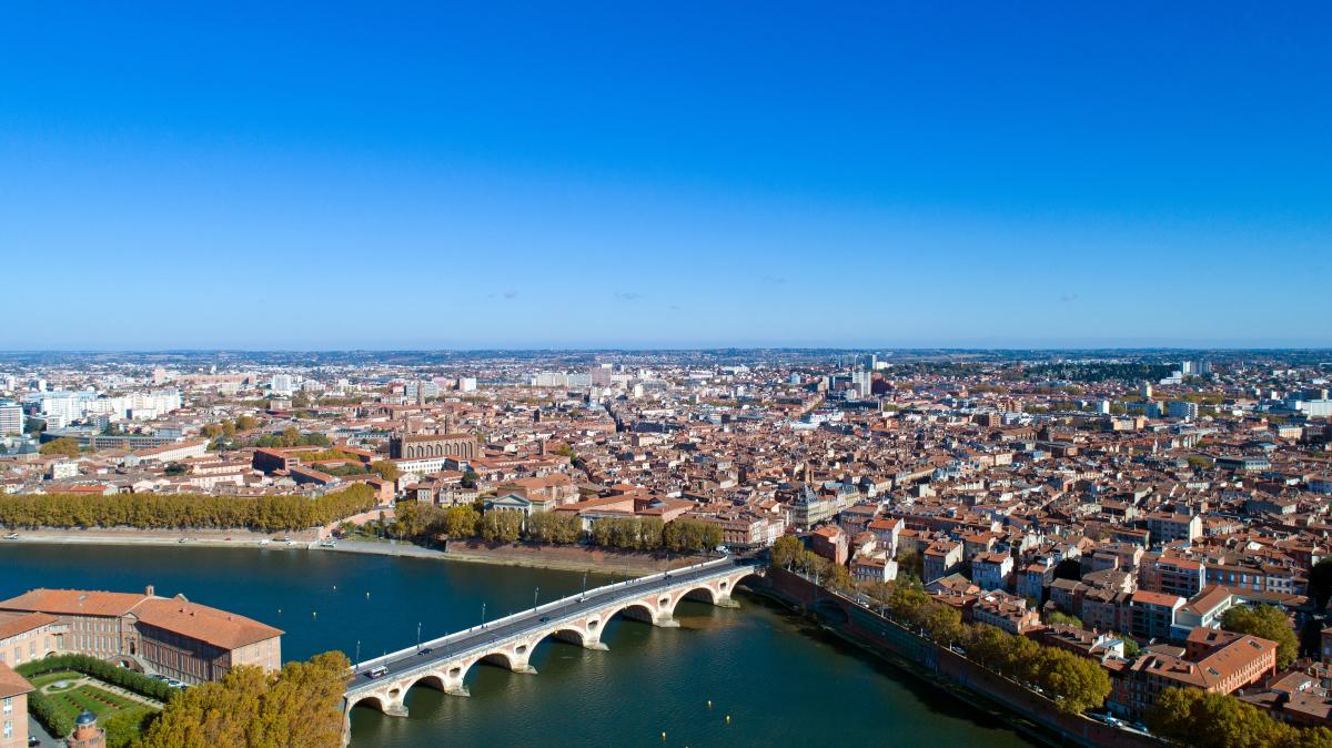 investir a toulouse - vue aérienne de la ville de Toulouse et du pont de pierre