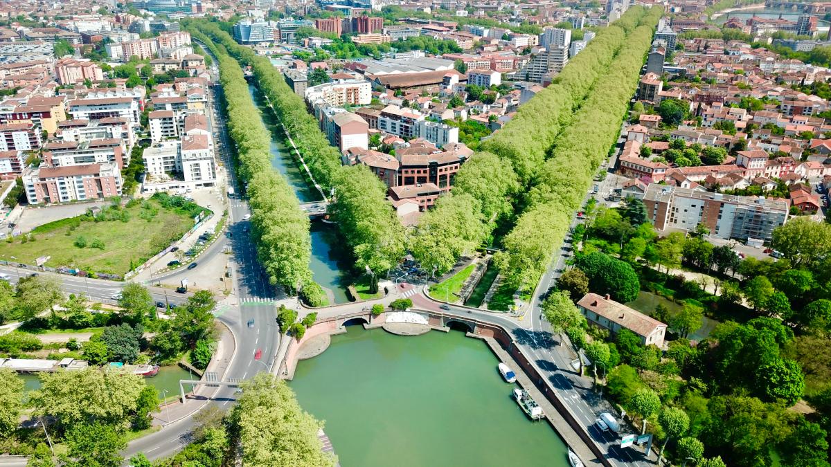 Végétalisation à Toulouse – Vue aérienne du Canal du midi bordé d'arbres