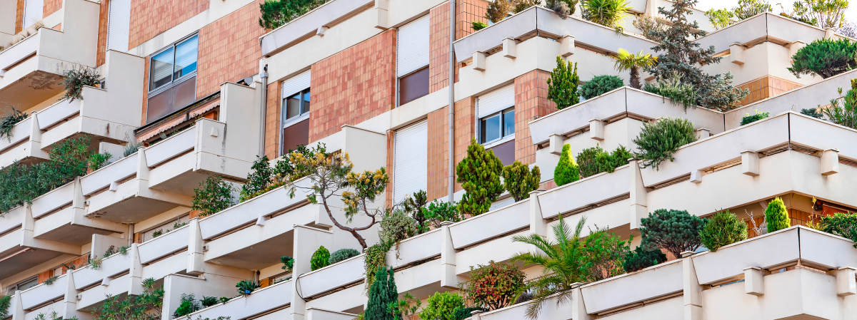 Appartement étudiant à Toulouse – devanture d'un programme immobilier neuf avec balcons végétalisés à Toulouse
