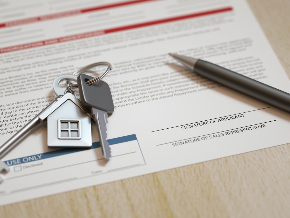 Appartement étudiant à Toulouse – Contrat de location avec stylo et clé du logement