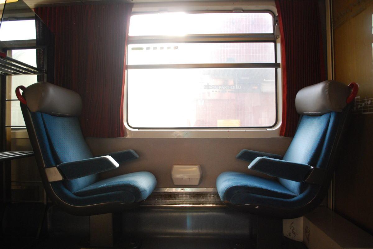 Projets de transports à Toulouse – Sièges dans un train