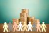 Crowdfunding immobilier - Pile de monnaie et personnages